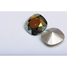 P2339-SWAROVSKI ELEMENTS 4470 Iridescent Green Foiled 10mm