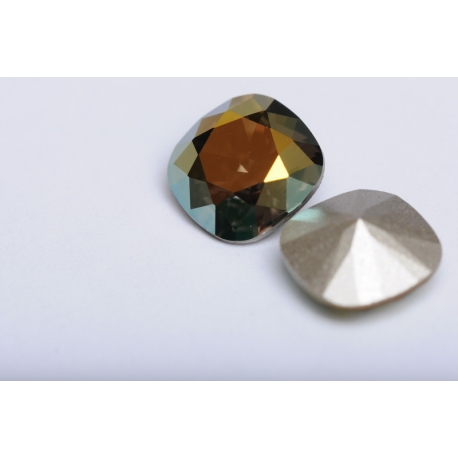 P2339-SWAROVSKI ELEMENTS 4470 Iridescent Green Foiled 10mm